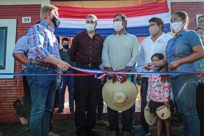Presidente visita Bahía Negra para entrega de 120 viviendas a comunidades indígenas