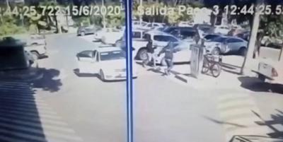 """HOY / Asalto en estacionamiento de shopping, perpetrado acorde a las """"reglas del delincuente"""""""