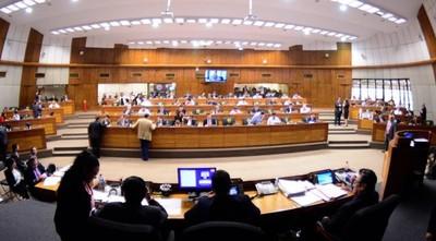 Excluyen a funcionarios de binacionales de ley de tope salarial y proyecto retorna al Senado
