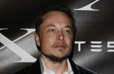 Elon Musk comparte el certificado de nacimiento de su hijo y se confirma su nombre: X Æ A-XII