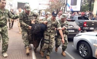 """Acusan a Mbururú y su """"ex perro fiel"""" por invadir la """"Casa del Terror"""""""