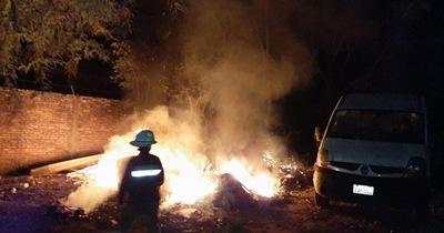 Presunta quema de basura en hospital alcanzó a una ambulancia