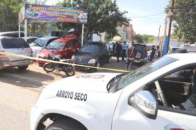 Atacan a tiros a un vendedor de automóviles