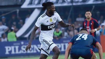 Hinchas de Olimpia expectantes ante el regreso confirmado de Adebayor a Paraguay