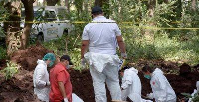 Encuentran tres fosas clandestinas con 75 bolsas con restos humanos en México