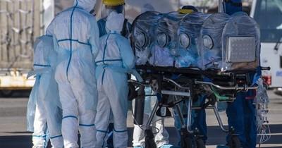 """La pandemia """"continúa acelerándose"""" en el mundo, afirma la OMS"""