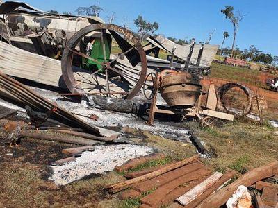 Investigan quema de tractor y máquinas en estancia de Amambay