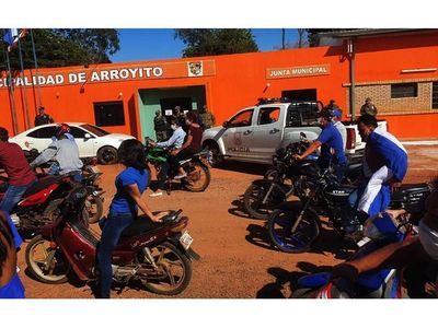 En caravana, indignados exigieron  intervención en Comuna de Arroyito