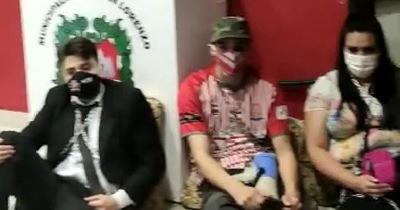 """Miembros de """"Che Kuerái"""" se encadenan"""