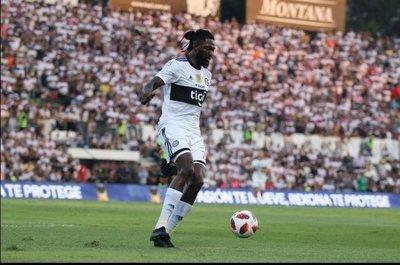 Olimpia habría intimado a Emmanuel Adebayor a que regrese de inmediato a Paraguay