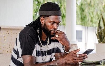 Adebayor se queda en Togo y los memes no perdonan