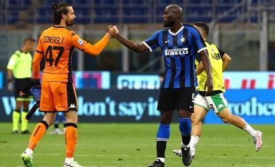 Sassuolo amarga el festejo del Inter
