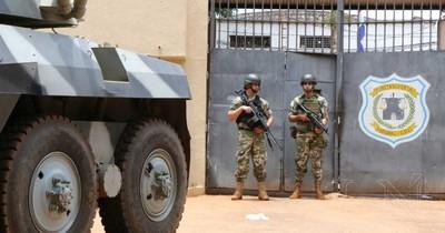CDE: funcionarios penitenciarios con COVID-19 permanecerán en la cárcel y en albergues