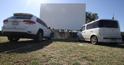 Postergan avant première del autocinema en la Costanera de Asunción