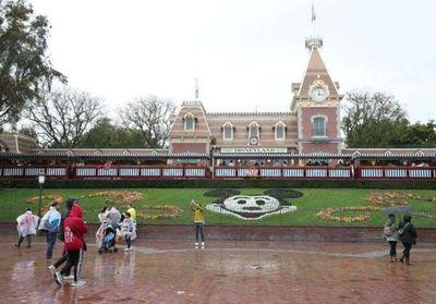 Acciones de Disney caen tras postergación de apertura de Disneyland en California