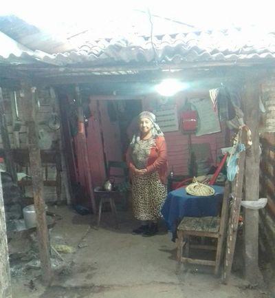 Abuela vende sus pocas pertenencias para comer, porque Hacienda le cortó la pensión