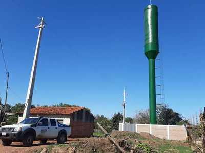 Vecinos denuncian que empresa disfraza antena de telefonía con tanque de agua