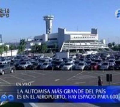 Masiva concurrencia de autos en misa en aeropuerto Silvio Pettirossi