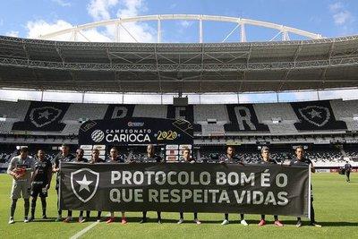 Botafogo vuelve sin Gatito, con goleada y protesta