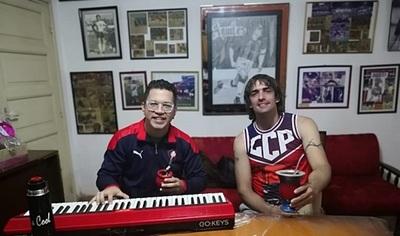 Aquiles Báez salió de la cárcel y se puso a cantar con Pianito