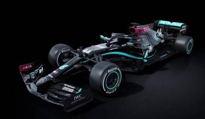 HOY / Mercedes tiñe de negro sus coches contra el racismo y la discriminación