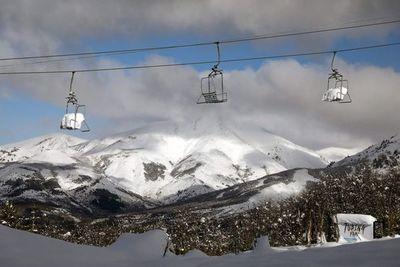 Bariloche bajo nieve pero despojada de turistas