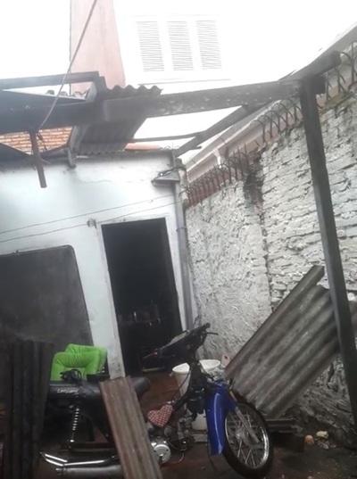 Barrio San Luis: Viento hizo volar parte del techo de una casa