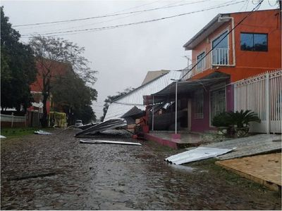 Temporal deja destrozos y zonas sin energía eléctrica en Alto Paraná