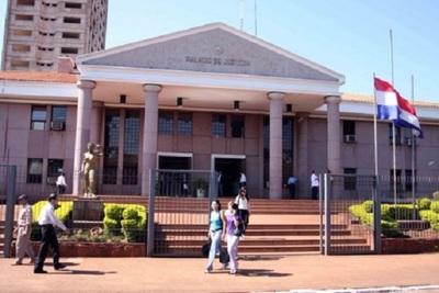 JEM destituye a jueces que liberaron a policía abusador
