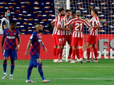 Atlético Madrid sujeta al Barcelona y le da una mano al Real