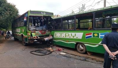 Terrible choque de buses: Un muerto y más de 10 heridos