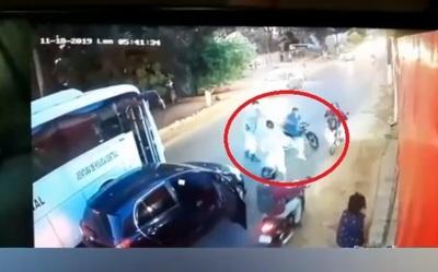Policía saplea a motociclistas que obstaculizaron el tránsito