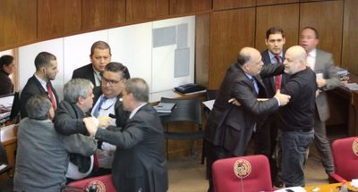 Por segunda vez, sancionan a Payo Cubas con suspensión por 60 días, junto con Riera