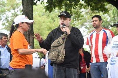 Payo Cubas es aclamado por manifestantes que exigen del desbloqueo
