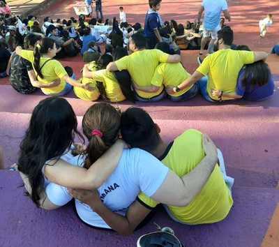 """""""Abrazos que sanan"""" en campaña para evitar suicidios"""