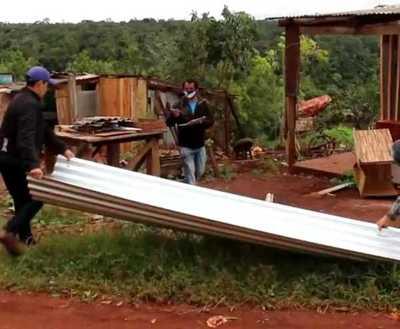 Asisten a familias afectadas por temporal en Presidente Franco