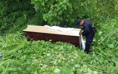 HOY / Macabro hallazgo en Luque: cadáver en descomposición estaba en un ataúd
