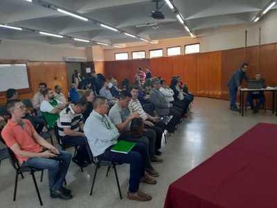 Parlamentarios hicieron el vacío a docentes de la UNE