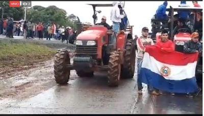Bananeros de Tembiaporá cierran ruta 7