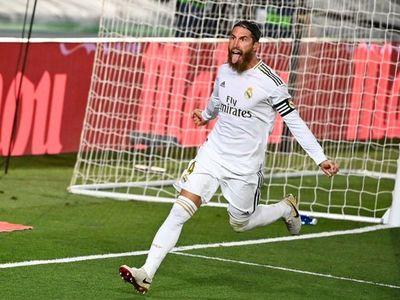 Real Madrid gana con sufrimiento y estira su ventaja en la cima