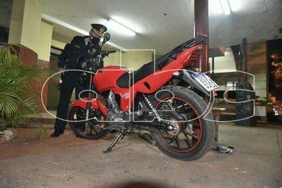 Detienen a un hombre luego de tratar robar por segunda vez una moto