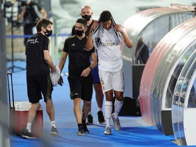 Varane no jugará en San Mamés por una cervicalgia