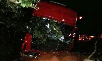 Camionero queda dormido y casi causa una tragedia