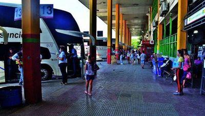 """Paciente con Covid-19 positivo viajó en colectivo a Roque González desde Asunción """"para guardar cuarentena"""""""
