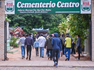 Qué locura: montonazo de gente acompañó un entierro