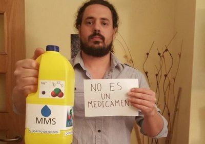 """Salud advierte riesgos y prohíbe venta de """"Solución mineral milagrosa"""" a base de lavandina."""