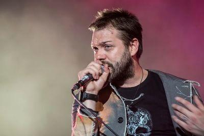 Vocalista de Kasabian abandona la banda por problemas personales