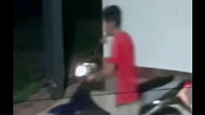 Ladrón de moto es filmado durante fechoría