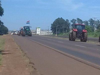Colonos levantan tractorazo luego de diálogo
