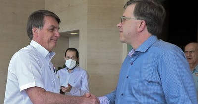 Jair Bolsonaro, enfermo pero desafiante ante el COVID-19, que sigue expandiéndose